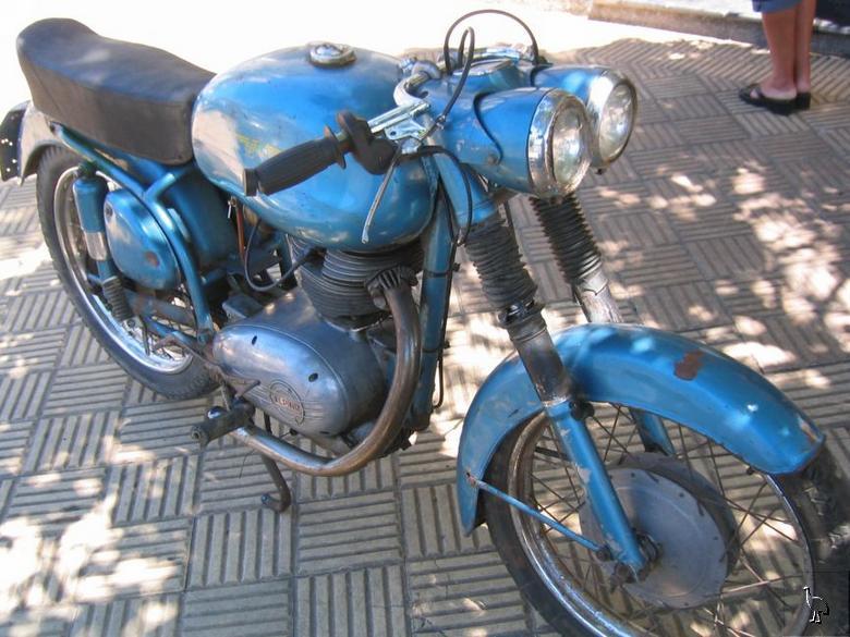 MOTOS PARA EL RECUERDO DE LOS ESPAÑOLES-http://www.epifumi.com/foro/gallery/834_12_03_09_10_59_47.jpg